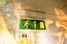 Dostať sa z budovy počas paniky môže byť niekedy ťažké. Zachrániť vás však môžu panikové dvere. Prečítajte si, ako je to možné..   https://www.slovaktual.sk/clanky/panika-myslite-na-zadne-dvierka/