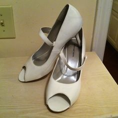 White 2 inch heels Great for Easter Worn only once Very clean. ( NEW PRICE ) New Port News Shoes Heels