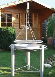 Libatherm - Edelstahl Schwenkgrills Build Outdoor Kitchen, Fire Pit Grill, High Iron, Outdoor Furniture, Outdoor Decor, Wonders Of The World, Grilling, Euro, Table