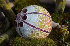 Mosaik - Dekokugel für den Wohnraum oder Garten - ein Designerstück von Karin_Mankel bei DaWanda