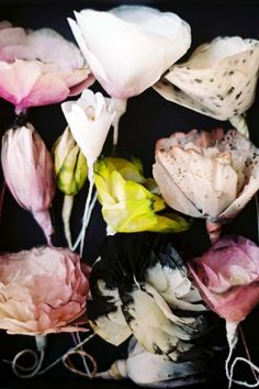 Paper Flowers by Lyndie Dourthe - Upcycling & crafts DIY Handmade Flowers, Diy Flowers, Fabric Flowers, Paper Flowers, Beautiful Flowers, Spring Flowers, Deco Floral, Arte Floral, Freetime Activities