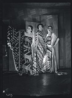 Simultaneous Dresses (Three women, Forms, Colours) 1925. Courtesy of Bibliothèque Kandinsky, Centre de Documentation et de Recherche du Mnam-Cci, Paris