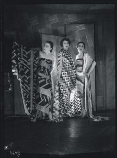 Simultaneous Dresses (Three women, Forms, Colours) 1925. Courtesy of Bibliothèque Kandinsky, Centre de Documentation et de Recherche du Mnam-Cci, Paris