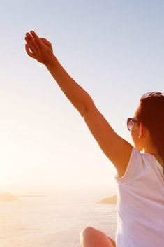 In today's world, it can be hard to stay positive. These 5 tips are simple ways to increase the positivity in your life. Feeling Happy Quotes, Happy Wife Quotes, Happy Birthday Quotes, Smile Quotes, Hope Quotes, Quotes Quotes, Staying Positive, Positive Life, Best Friend Quotes Meaningful