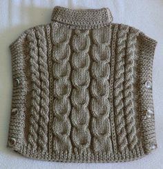 Poncho enfant en laine, Taille 24 à 36 mois, Mixte, coloris beige, Très beaux motifs de torsades, Tricoté à la main