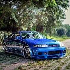 Beautiful blue skyline GT-R 33 Nissan Skyline Gtr R33, R33 Gtr, Nissan R33, Japanese Cars, Japanese Style, Car Man Cave, Jdm Cars, Sexy Cars, Dream Cars