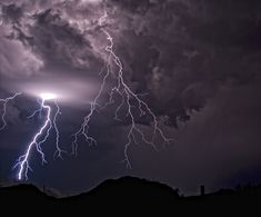 Thunderstorm outside Bisbee, Arizona on 11 August, (Photo by Steven Maguire) Lightning Photography, Nature Photography Tips, Ocean Photography, Portrait Photography, Wedding Photography, Thunderstorm Video, Thunderstorm Quotes, Mother Earth, Mother Nature