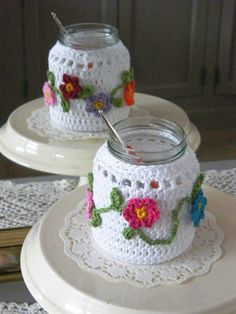 crochet jar covers…sorry there's no pattern but I still pinned it because … Crochet Cozy, Crochet Amigurumi, Love Crochet, Crochet Gifts, Crochet Flowers, Crochet Hooks, Crochet Jar Covers, Confection Au Crochet, Cute Candles