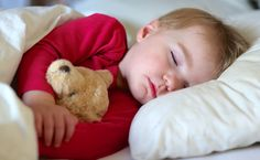 Daylight Savings Time Sleep Schedule Help for Kids // blog.rightstart.com