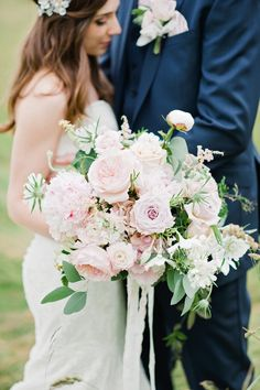 oversized pink rose and peony bouquet by Gayle Evans of Bloomingayles