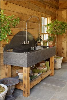 Shed DIY - DIY rangement outils de jardin en 40 solutions astucieuses Now You Can Build ANY Shed In A Weekend Even If You've Zero Woodworking Experience! Garden Room, Outdoor Sinks, Shed Design, Shed Plans, Shed Organization, Shed Homes, Garden Sink, Shed Interior, Shed Storage