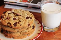 Favorite Chocolate Chip Cookies - not cakey but supposedly gooey and pliant even several days after baking - optional espresso powder in them too! Brownie Recipes, Cookie Recipes, Dessert Recipes, Cookies Et Biscuits, Cake Cookies, Healthy Desserts, Delicious Desserts, Cookies Receta, Gastronomia