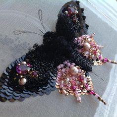 Весна,солнце,бабочки...У меня вот что получилось.Бабочку подготовила на мк.Анонс размещу в понедельник 12.03 Авторская вышивка.#embroidery #hautecouture #butterfly #black #pink #вышивка #бабочка #весна #черный #розовый #жемчуг #swarovski #бисер #пайетки #шелк #бархат #сутаж