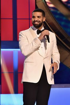 Drake Photos - Host Drake speaks on stage during the 2017 NBA Awards Live On TNT on June 26, 2017 in New York City. 27111_001 - 2017 NBA Awards Live On TNT - Inside