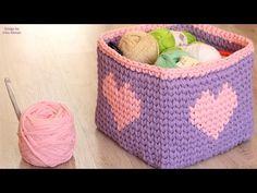 КВАДРАТНАЯ КОРЗИНКА КРЮЧКОМ ИЗ ТРИКОТАЖНОЙ ПРЯЖИ. КОРЗИНА ИЗ ЛЕНТОЧНОЙ ПРЯЖИ - YouTube Crochet Home, Love Crochet, Bead Crochet, Knitting Videos, Hand Knitting, Crochet Designs, Crochet Patterns, Crochet Storage, Knit Basket
