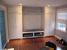 What a great mudroom idea