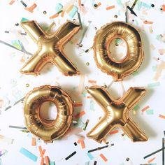 gold xo balloons!