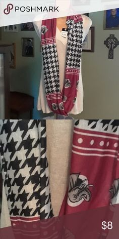 Alabama roll tide infinity scarf Great infinity scarf with Alabama Motif houndstooth and then crimson red with elephants. Folded in half it measures approximately 31 and a half inches long. Accessories Scarves & Wraps