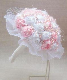 ramo de novia vintage realizado con perlas  raso,perlas de cristal cosido