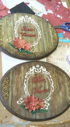 Benvindos                                                       … Decoupage Vintage, Decoupage Paper, Diy And Crafts, Arts And Crafts, Wooden Cutouts, Wallpaper Pictures, Christmas Images, Stone Art, Vintage Cards