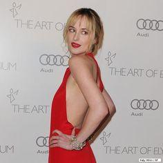 Conheça Dakota Johnson, atriz escolhida para protagonizar Cinquenta Tons de Cinza: http://rollingstone.uol.com.br/noticia/conheca-dakota-johnson-atriz-escolhida-para-protagonizar-icinquenta-tons-de-cinzai/ …