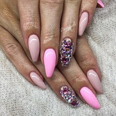 ✨ By: @dorcinails --------------------------------------------------------- #nails #nail #fashion #style #hudabeauty #cute #beauty #beautiful #instagood #pretty #girl #girls #stylish #sparkles #styles #gliter #nailart #opi #essie #unhas #preto #branco #rosa #love #shiny #polish #nailpolish #nailswag #anastasiabeverlyhills #vegas_nay