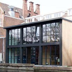 Zelf een huis bouwen | Bouw Je Eigen Huis.nl Ramen, Solar, Multi Story Building, Windows, Mansions, House Styles, Home Decor, Glass House, Decoration Home
