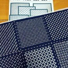 刺し子を始めて数ヶ月。色々な本を購買購読したものの、疑問が増えるばかり。 そんな時、一目刺しシリーズキットを見つけました。全6回。 1シリーズで3〜7柄を学ぶ事が出来ます。最終的にはコースターに出来るので、刺した物は無駄にもならない。シリーズを全て終了した後で刺し子布巾再開しよ〜‼︎ #刺し子 #sashiko #一目刺し