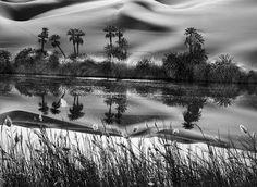 Gênesis | O erg Ubari é uma grande extensão de dunas com cerca de 80.000 quilômetros quadrados e alguns lagos de água salgada. Líbia, África. 2009.
