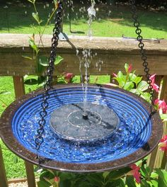Solar bird bath brings feathered friends flocking to your place in no time! Large diameter birdbath is crafted of durable stoneware, will not fade. Cobalt glazes accentuate concentric circles for a un Hanging Bird Bath, Diy Bird Bath, Diy Hanging, Outdoor Walkway, Patio, Paver Walkway, Bird Bath Fountain, Fountain Lights, How To Attract Birds