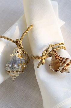 Simple napkin rings with string and shell.