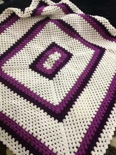 Afghan Crochet Patterns, Crochet Afghans, Afghan Blanket, Mary Kay, Diy And Crafts, Pillows, My Favorite Things, Crochet Tops, Crocheting
