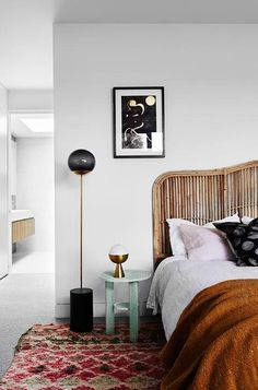 A modern addition to an art deco home by Folk Architects has been brought to life by Sydney-based design studio Amber Road.
