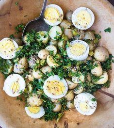 New Potato Salad. New Potato Salad with Eggs and Mustard-rustic simple and delicious! Potato Salad With Egg, Egg Salad, Pasta Salad, Summer Side Dishes, Healthy Salad Recipes, Entrees, Food Processor Recipes, Brunch, Food Porn