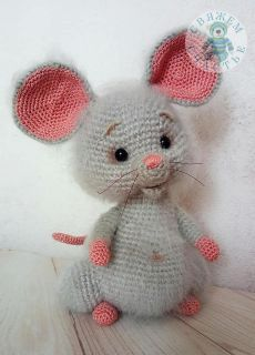 Ravelry: Coco the little mouse pattern by Ami By D Ravelry: Coco le petit motif de souris par Ami By Crochet Animal Amigurumi, Crochet Mouse, Crochet Animal Patterns, Crochet Doll Pattern, Stuffed Animal Patterns, Cute Crochet, Amigurumi Patterns, Amigurumi Doll, Crochet Animals