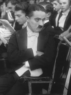 Charlie Chaplin in A Night In The Show Charles Spencer Chaplin, Charlie Chaplin, Silent Film, Old Movies, Classic Hollywood, Comedians, Movie Stars, Black And White, Night