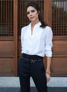 Outfits Camisa Blanca, Outfits Con Camisa, Outfits Mujer, Victoria Beckham Outfits, Victoria Beckham Stil, White Shirt Outfits, White Shirts, Victoria Fashion, Paris Chic