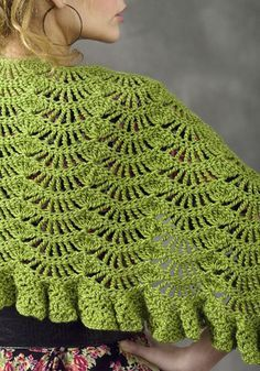 Yeşil tığ işi örgü bayan şal modeli