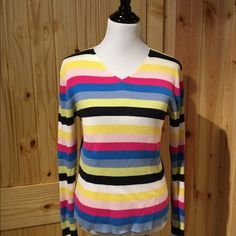 V-neck Sweater Gap 100% cotton. Love it but don't wear it! Soft, no stains, smoke free home. It's a large but can fit medium. GAP Sweaters Crew & Scoop Necks