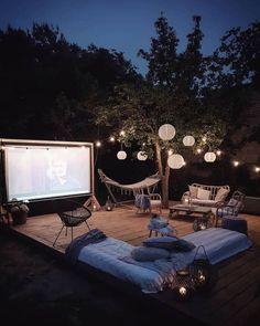Backyard movie night diy outdoor theater Ideas for 2019 Backyard Movie Screen, Backyard Movie Theaters, Backyard Movie Nights, Outdoor Movie Nights, Outdoor Movie Screen, Outdoor Cinema, Outdoor Theater, Backyard Playset, Backyard Patio