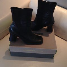 Kenneth Cole Reaction bootie Black bootie small heel size 61/2 leather still in good condition Kenneth Cole Reaction Shoes Ankle Boots & Booties