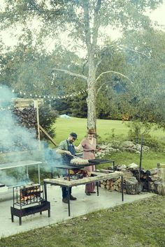 Chef and food stylist Chris Lanier and visual artist and designer Dana McClure Fire Cooking, Outdoor Cooking, Outdoor Entertaining, Outdoor Kitchens, Self Cleaning Ovens, Cleaning Tips, Shucking Oysters, Casa Patio, Food Network Star
