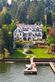 Traumhaus am See - luxus, Dream house by the lake - luxury Haus Am See, Big Houses, Dream Houses, Dream Mansion, White Mansion, White Houses, House Goals, Life Goals, My Dream Home