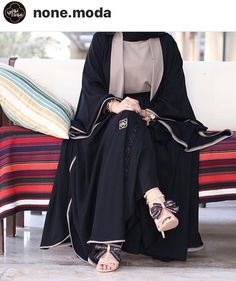 Modest Fashion Hijab, Niqab Fashion, Kimono Fashion, Modest Outfits, Burqa Designs, Abaya Designs, Habits Musulmans, Black Hijab, Modern Abaya