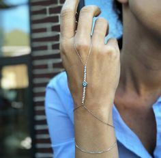 Hoi! Ik heb een geweldige listing op Etsy gevonden: https://www.etsy.com/nl/listing/593941197/on-sale-evil-eye-silver-hand-bracelet