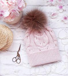 Вы меня не потеряли?☺ Сегодня покажу вам шапочку цвета розовой пудры с песцовым помпоном ОГ 54-56 Состав: 100% мериносовая шерсть Цена от 2500 ✔в наличии✔ Ну, все, побежала вязать ваши заказы ______________________________ #вяжуназаказ #ручнаяработа #шапкаспомпоном #красиво #вяжутнетолькобабушки #шапка #шапки #шапкавязаная #knit #knitwear #handmade #зимаблизко #зима2017 #зима #2018 #скороновыйгод #москва #питер #руза #тучково #снег #кзимеготовы #instaknit #подарок