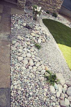 Beautiful front yard rock garden landscaping ideas (86) #LandscapingIdeas #gardenyardideas