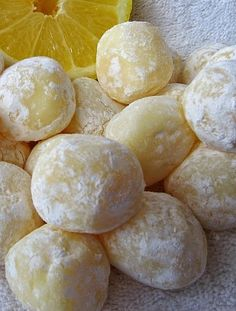 White Chocolate Lemon Truffles - Easy white chocolate lemon truffles with only 5 ingredientes..,,