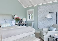The March issue of one of my favorite shelter magazines, Elle Decor, published a tour of a lovely Portola Valley home with interiors by Mark D. California Style, California Homes, Mark Sikes, Portola Valley, Blue Palette, White Houses, Color Stories, Elle Decor, Traditional House