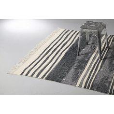 whkmp's own vloerkleed, voor wie nog een (zwart)/wit voetje bij mij wilt halen? #loveit #mooiformaat #wehkamp #maakthet #slaapkamer